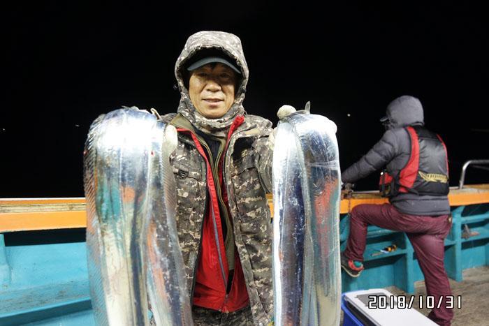 [2018-10-31] [고흥/나로도항-삼산낚시]  먼바다 갈치!!! 새벽녘에 좀 나왔습니다. 다가오는 일,월,화~ 자리여유~ ^^   예약,문의)) 젊은김선장 010-4848-0776