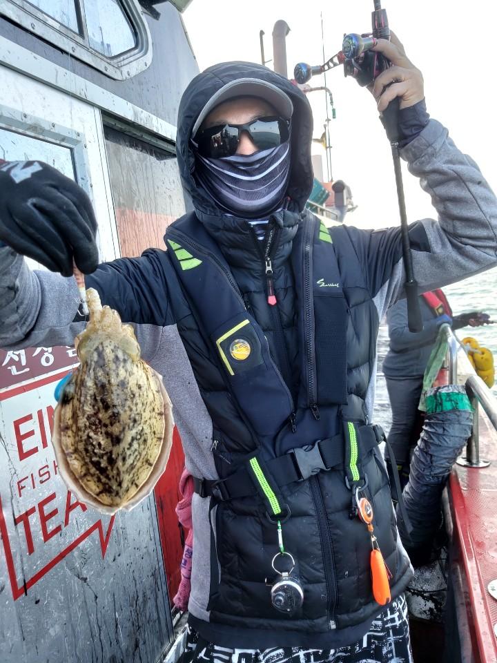 10월 22일 뉴아인스호 갑오징어 만쿨 조황입니다.