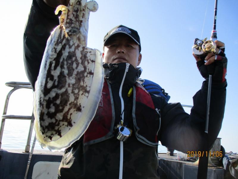 """""""현대피싱호""""  11월6일  갑오징어 쭈돌이는  오늘도  좋아요 ~"""